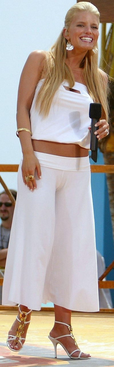 jessica simpson oops cameltoe